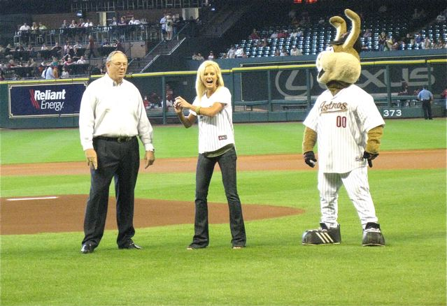 http://www.joeniekrofoundation.com/aneurysms/a-tribute-to-the-niekro-name-and-the-knuckleball/attachment/first-pitch/